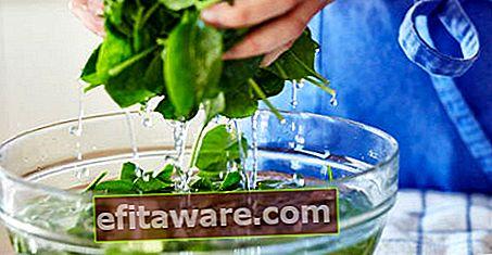 Reinigen Sie es von Sand und Chemikalien, ohne Vitamine zu verlieren: Wie reinigt man Spinat?